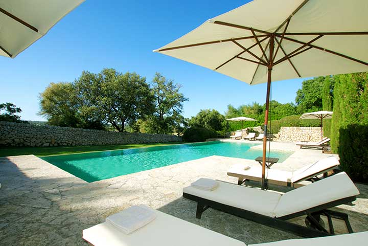 villas to rent in spain with private pool